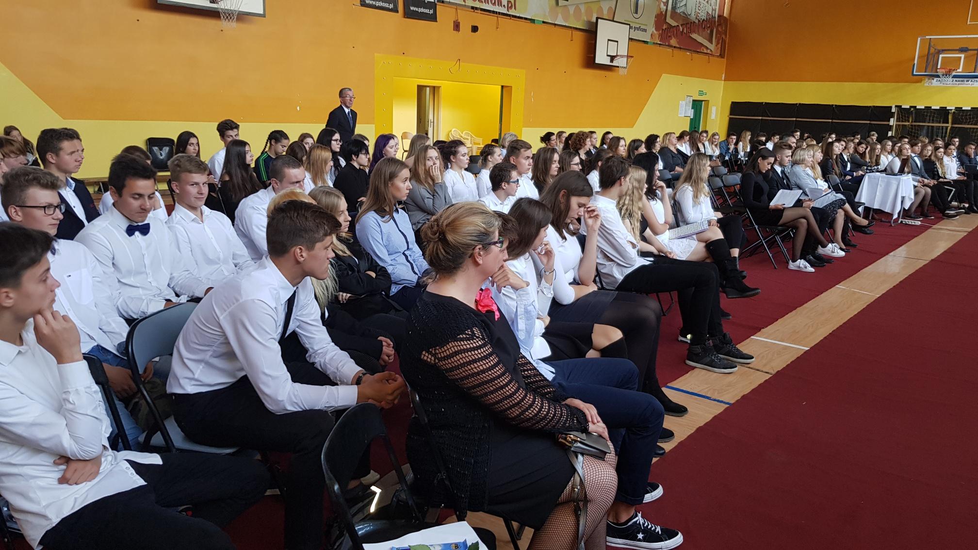 5989c16ea W piątek, 12 października, obchodziliśmy w XX LO Święto Edukacji Narodowej.  Z tej okazji odbyło się u nas Ślubowanie klas I oraz zaprzysiężenie Rady ...